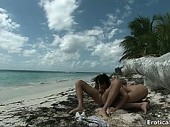 Nasty couple in the beach get horny part1