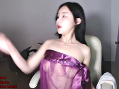most cute asian camgirl shows her hot body