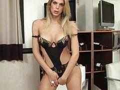 Attractive tranny suck and bonks like hell