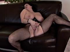 Big tits kitty lee masturbates