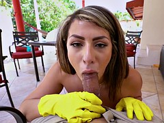 amateur valentina jewels gives blowjob in pov