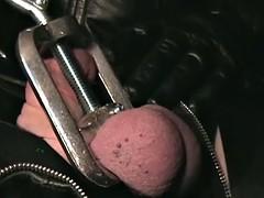 The leather dominatrix - extreme leather fetish and bondage