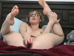 Blonde milf loves filling her holes