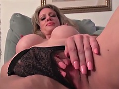 SEXY MILF STIMULATES HER HARD NIPPLES AND HARD CLIT
