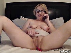 amateur cougar mother masturbate on webcam show