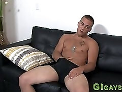 Muscly soldier tugs cum