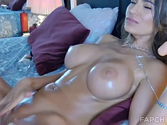 big tits camwhore plays with her shaved pussy