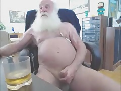 santa is cuming  for  our joy